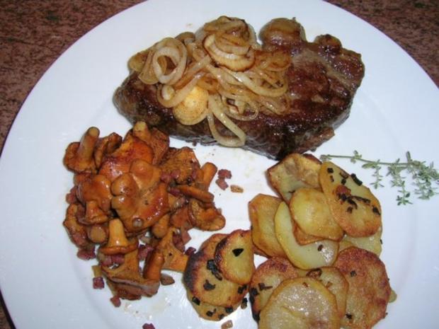 Rumpsteak mit Pfifferlingen und Bratkartoffeln aus rohen Kartoffeln - Rezept - Bild Nr. 9