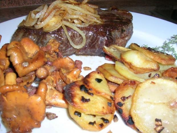 Rumpsteak mit Pfifferlingen und Bratkartoffeln aus rohen Kartoffeln - Rezept - Bild Nr. 10