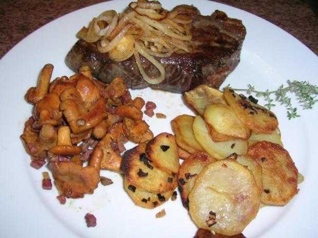 Rumpsteak mit Pfifferlingen und Bratkartoffeln aus rohen Kartoffeln - Rezept - Bild Nr. 11