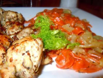 Tomaten-Tagliatelle mit gebratenem Fenchel und Huhn - Rezept
