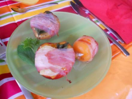 gegrillter Pfirsich mit Ziegenkäse, Salbei  und Speck - Rezept