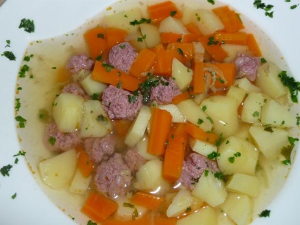 Gemüsesuppe mit Mettklößchen - Rezept