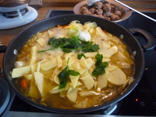 Suppen & EIntöpfe : Kartoffelsuppe mit Hackbällchen - Rezept - Bild Nr. 12