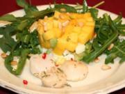 Gebratene Jakobsmuscheln an Avocado-Rucolasalat mit Mango - Rezept