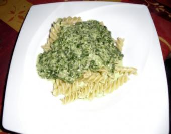 Nudeln mit Gorgonzola-Spinatsauce - Rezept