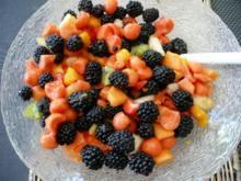 DESSERT / Glasfood 19:Melonensalat mit Johannisbeeren & Brombeeren - Rezept