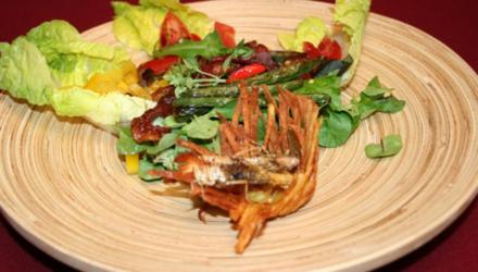 Knuspriger Salat mit Chilibohnen und Heuschrecken - Rezept