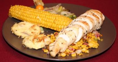 Krokodilsteak auf Kräutermais mit Kartoffeltaler und Spargeltranchen - Rezept