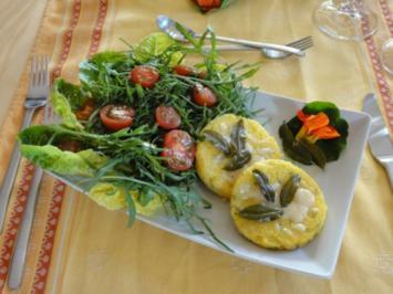 Polentaschnitten mit Salbeibutter an Salatbouquet - Rezept