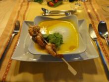 Karotten-Ingwer-Kokosschaum-Süppchen mit Curry-Black Tiger-Spiesschen - Rezept