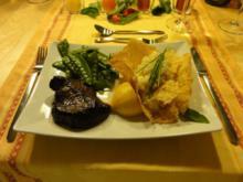 Filetsteak mit Zitronenrisotto im Parmesankörbchen und Zuckerschoten - Rezept