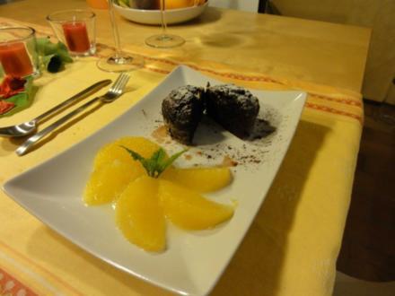 Schokoküchlein mit flüssigem Kern an beschwipsten Orangenfilets - Rezept