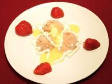 Erdbeer-Rhabarbereis mit Eierlikörhäubchen (Martin Armknecht) - Rezept