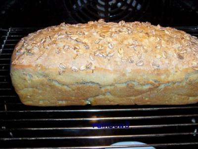 Backen: Toastbrot mit Mehrkornflocken - Rezept