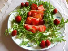 Ruccola- Salat mit Erdbeeren auf Räucherlachs - Rezept