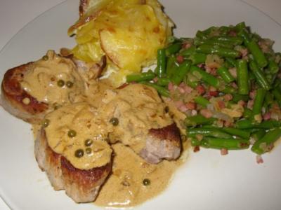 Schweinemedaillons mit Speckfisolen (grüne Bohnen) und Kartoffelgratin - Rezept