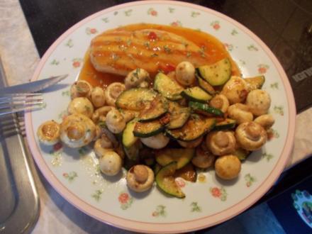 "Hähnchenbrust ""süß-sauer"" mit Zucchini-Pilzgemüse - Rezept"
