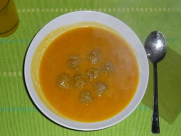 Rezept: Kürbissuppe mit Klopsen