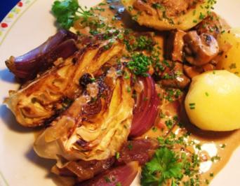 Rezept: Spitzkohl-Herz im Zwiebelbett