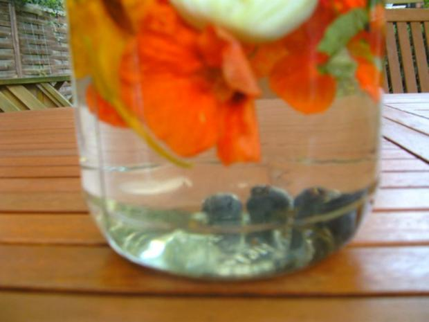 Blütenessig aus Kapuzinerkresse - Rezept - Bild Nr. 3
