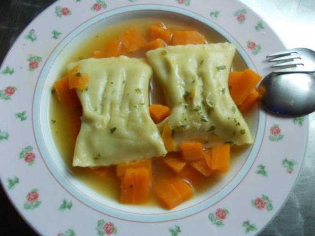 Maultaschensuppe mit Gemüsefüllung - Rezept