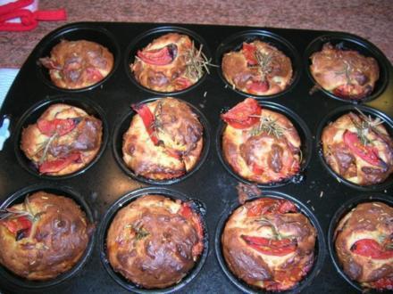 Tomaten Muffins als Beilage zu meinen mediterranen Kalbsrouladen - Rezept