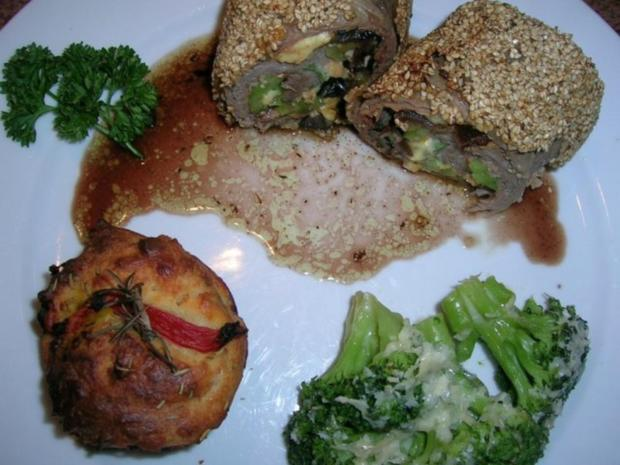 Kalbsrouladen,mediterran gefüllt in Sesamkruste,an Rosmarinsaft + Tomaten-Rosmarin-Muffins - Rezept - Bild Nr. 9