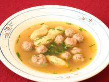 Süppchen mit Fleisch- und Grießklößchen - Rezept