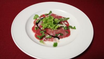 Rezept: Carpaccio vom Feldreh mit Parmesan, Rucola und Zitronenvinaigrette