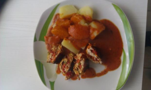 Putenrollen mit Mozarella-Tomate Füllung in Tomatensauce - Rezept