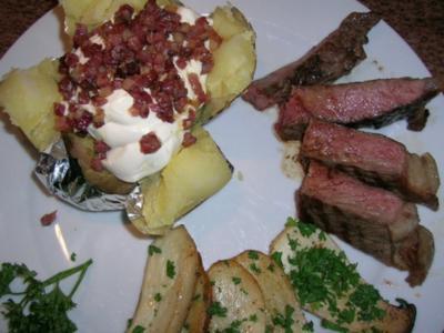 T-Bone Steak mit Folienkartoffel + Créme fraiche+Speckwürfel, Kräuterseitlinge - Rezept