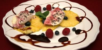 Rezept: Variation von Halbgefrorenem auf Ananas-Carpaccio