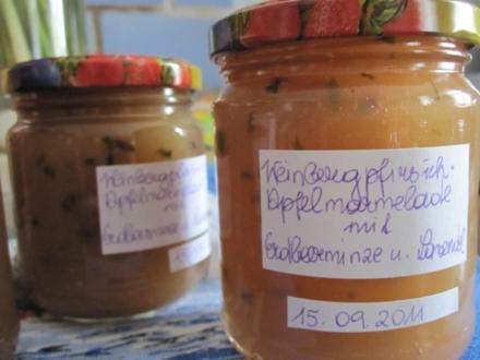 Weinbergpfirsich-Apfel-Marmelade mit Erdbeerminze und Lavendel - Rezept