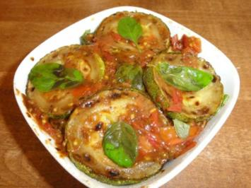 Zucchini in Tomatensugo - Rezept