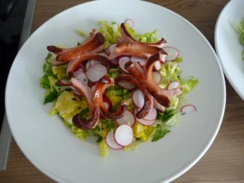 Salat : Großer Salatteller mit Wurstkraken - Rezept