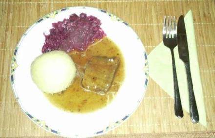 Sauerbraten mit Knödel und Rotkraut - Rezept