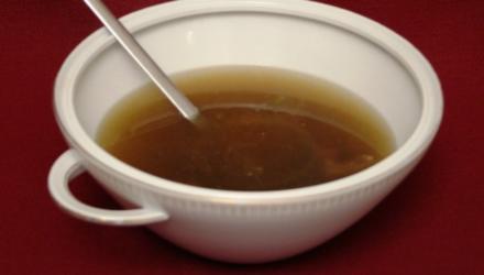 Zitronengrassuppe auf Beinscheibe - Rezept