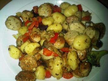 Rezept: Gnocchipfanne mit Bratwurst und Gemüse