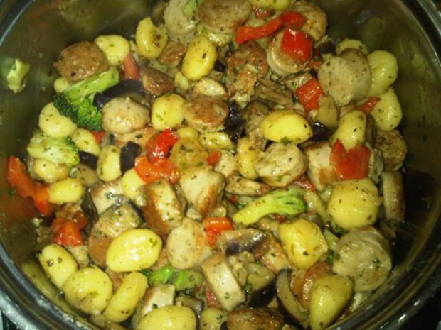 Gnocchipfanne mit Bratwurst und Gemüse - Rezept - Bild Nr. 2