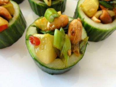 Gurkenbecher mit scharfer Erdnuss - Rezept