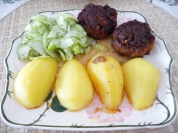Rezept: Hackfleisch : Fleischküchle mit Gurkensalat und Salzkartoffeln