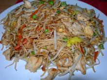 Gebratene Nudeln mit Hühnerfleisch - Rezept