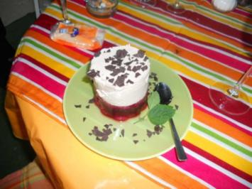 Stracciatella-Joghurt mit Kirschaspik - Rezept