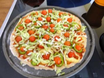Pizza_Paprika-Tomate mit Wasabi-Käse und Parmesan - Rezept