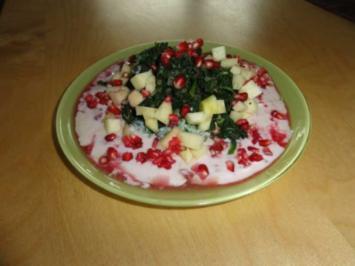Spinatsalat mit Apfel und Granatapfeljoghurt - Rezept