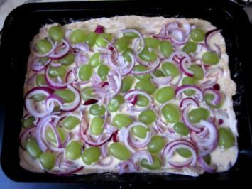 Zwiebel-Trauben-Vollkorn-Pizza - Rezept
