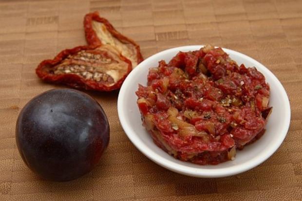Rindertatar(frisch) mit Meerretich und Pflaumen - Rezept