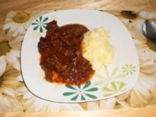 Gulasch - Feurig- scharf mit Chilischoten & Tomaten - Rezept