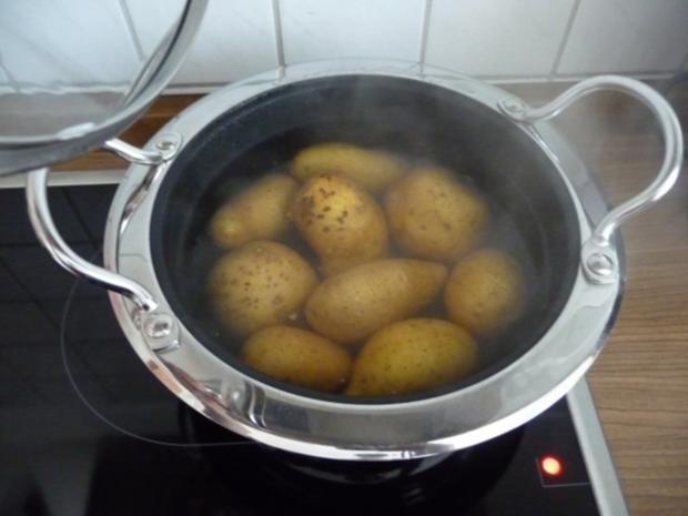 Fixe Küche : Pellkartoffeln mit Kräuterquark und Gurkensalat - Rezept - Bild Nr. 12