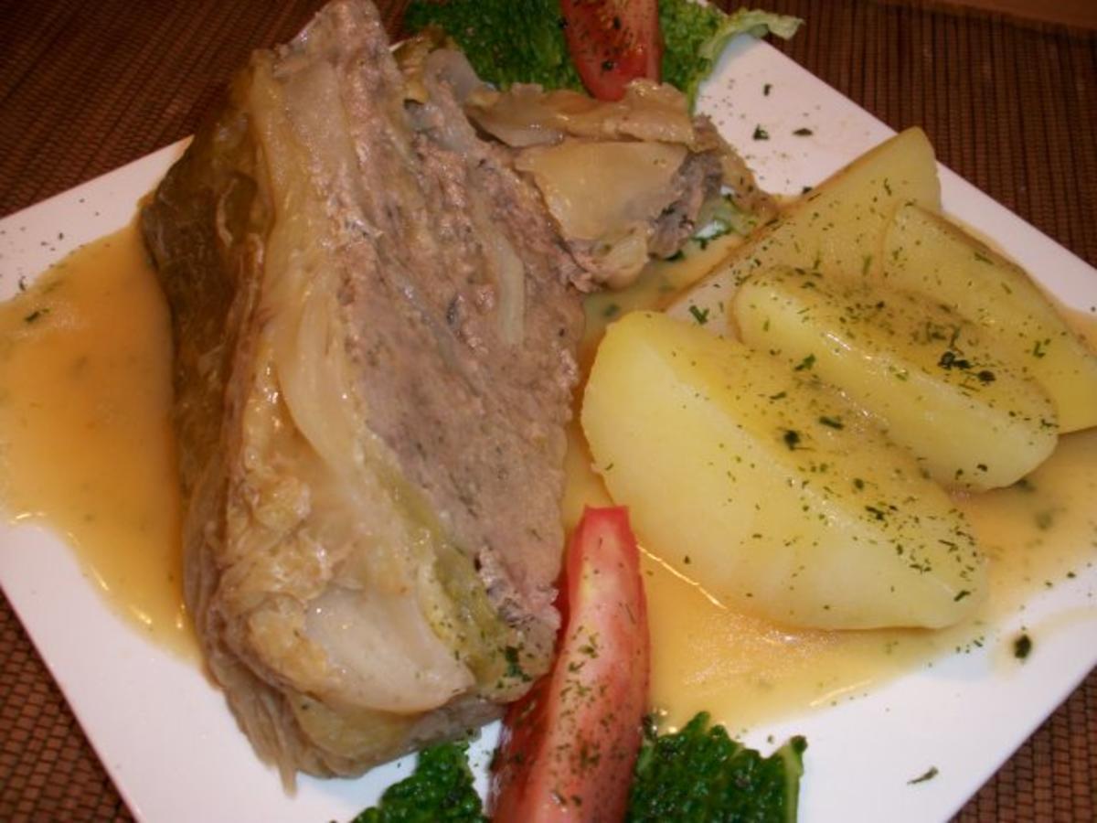 Bilder für Kohlpudding nach Omas Rezept, mit Salzkartoffeln und Soße...... - Rezept